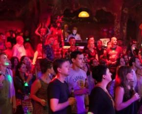 Badlands - Devilles-Pad-Crowd
