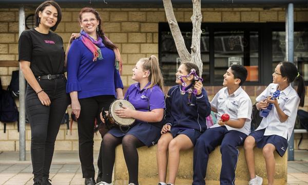 Deb Skelton and Thelma Plum with Students at Caladenia Primary School_Simon Santi_600x365