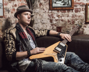 matty-playing-sidewinder_600x365